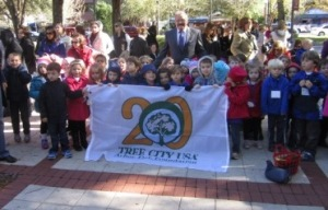 Windermere Union Church Preschoolers with Windermere's  20 Year Tree City flag.