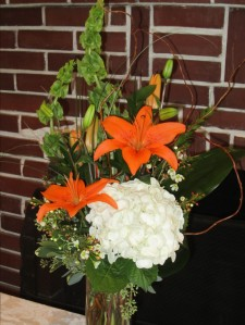 Hostess Cannon S. purchased this beautiful arrangement for the refreshment table's centerpiece.
